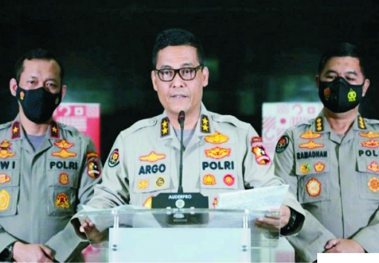 Kadiv Humas Polri, Irjen Argo saat memberikan keterangan tentang pencopotan Kapolda Metro Jaya dan Jabar terkait dengan pelanggaran protokol kesehatan di acara Habib Rizieq Syihab. NET