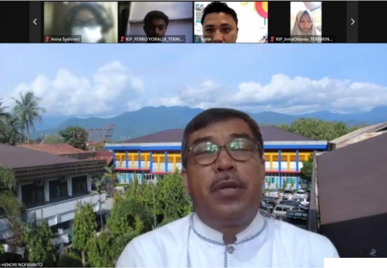 Rektor ITP, Dr. Ir. Hendri Nofrianto membuka kegiatan seleksi wawancara calon mahasiswa baru jalur beasiswa dengan dilaksanakan dengan sistem daring, Jumat (06/08/2021). DOK.ITP