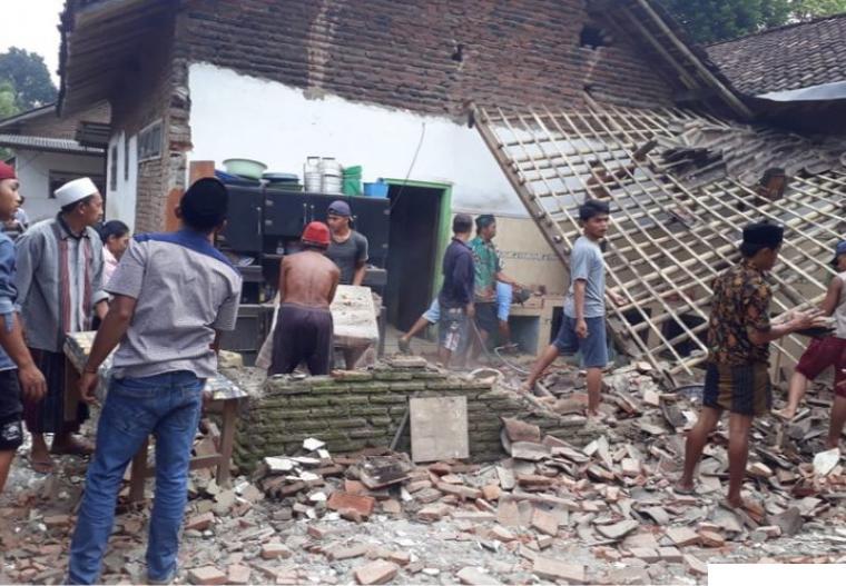 Rumah warga rusak berat akibat gempa Malang, Sabtu (10-04-2021) yang berkekuatan 6,1 SR. NET