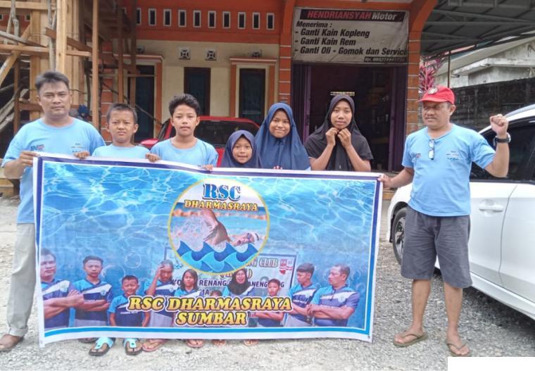 Perenang Rafa SC Dharmasraya yang ikut dalam kejuaraan Atlantis Swimming Championship di Rumbai Pekanbaru Riau. DI