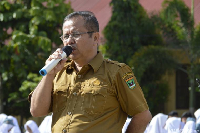 Kepala SMAN 1 Kecamatan Payakumbuh Kabupaten Limapuluh Kota, Teno Ganefri, S.Pd. IST/FB