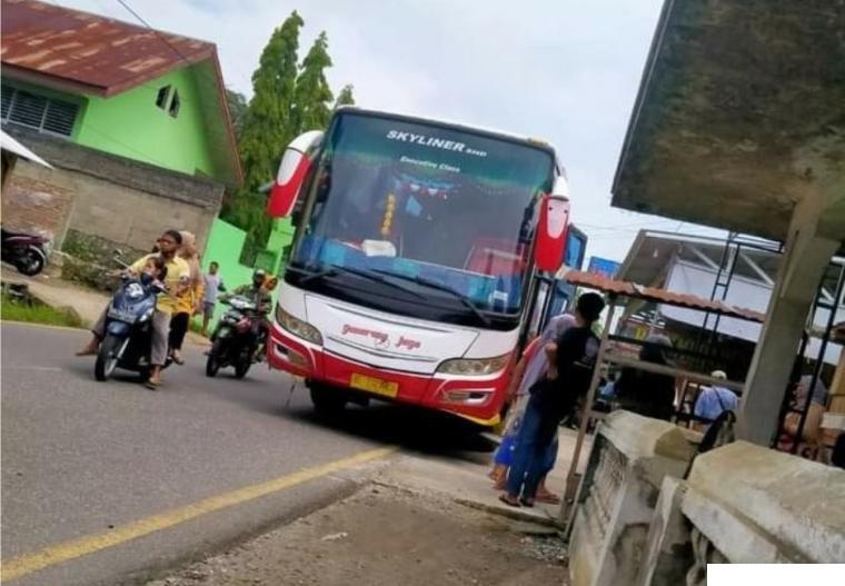 Bus Gumarang Jaya menabrak lima murid SD di Jalan Raya Padang Panjang-Solok   tepatnya di Kenagarian Batipuh, Kabupaten Tanah Datar, Kamis (15/04/2021). PRO KABAR