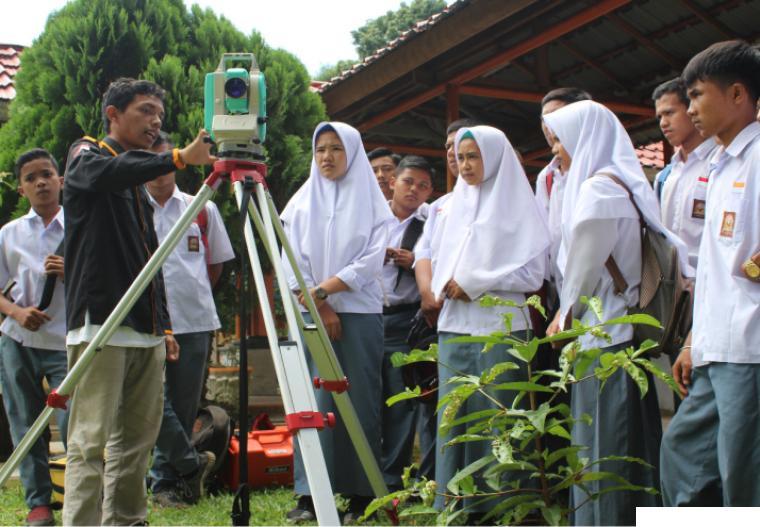 Foto Ilustrasi pelatihan yang dilaksanakan ITP kepada siswa SMK sebelum pandemi Covid-19. (Doc. Humas ITP/Umar Hanafi Khalid)