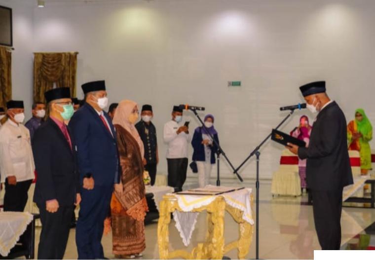 Gubernur Sumbar Mahyeldi melantik tiga pimpinan pratama atau pejabat eselon 2 di lingkungan Pemerintah Provinsi Sumatera Barat, di Auditorium Gubernuran Sumbar, Jumat (01/10/2021) sore. DISKOMINFO SB