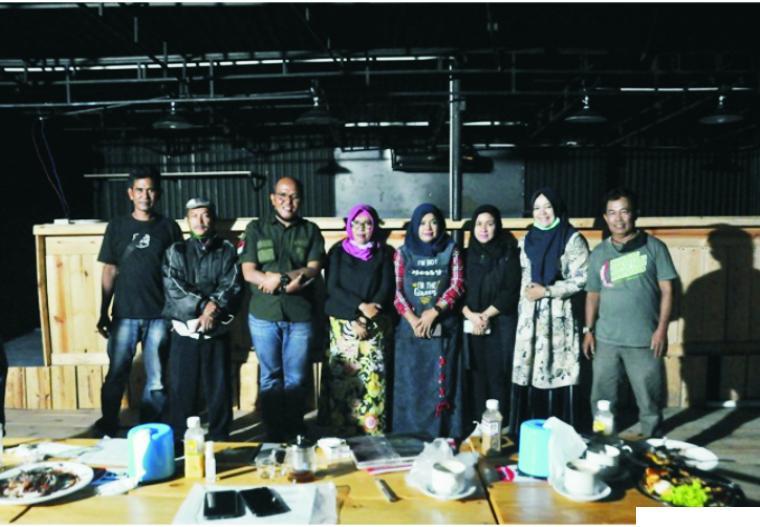 Ketua DPRD Sumbar, Supardi (tiga dari kiri) saat di sela-sela menghadiri Festival Randai Tingkat Sumbar yang dilaksanakan di Agam Jua Art dan Cultur Cafe, Kota Payakumbuh, akhir pekan lalu. IST