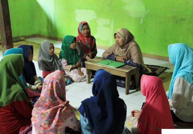 Kegiatan belajar menghafal Alquran di salah satu rumah tahfiz. NET