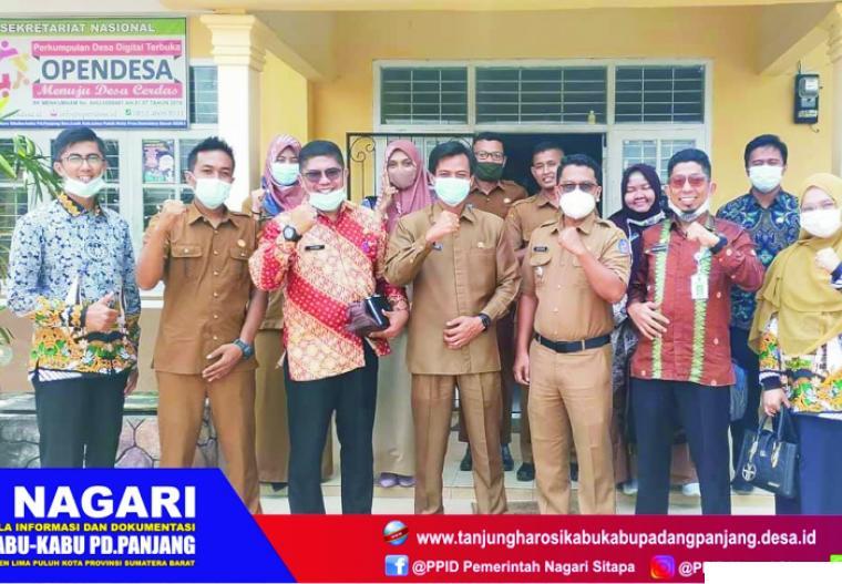 Perangkat Nagari Sikabu-kabu Tanjung Haro Padang Panjang, Kecamatan Luak, Kabupaten Limapuluh Kota saat menerima kunjungan Tim IPDN Kampus Sumbar, Senin (01/03/2021). DOK. NAGARI SITAPA