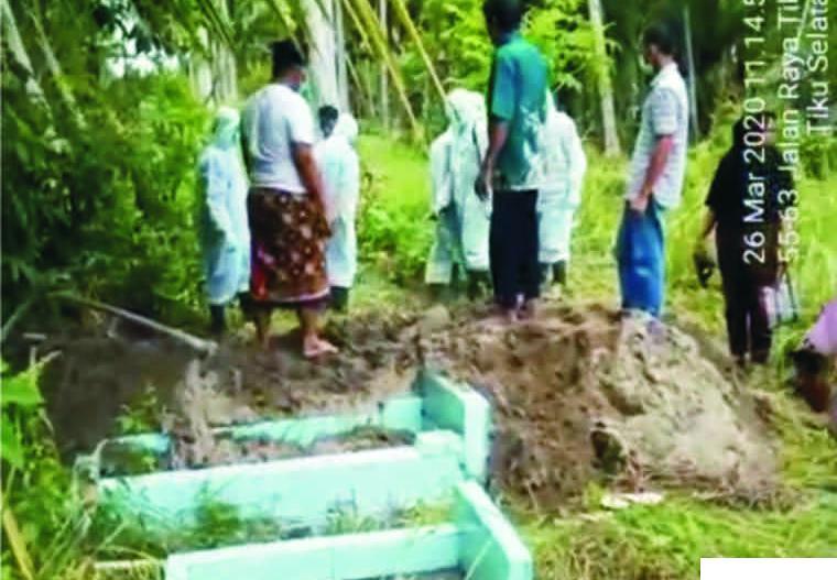 Jasad Pasien PDP Meninggal di Padang Pariaman Dibungkus Plastik