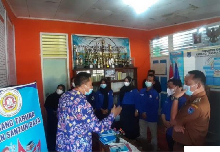 Pengurus Karang Taruna Sopan Santun Baja Kelurahan Balai Jariang, Kecamatan Payakumbuh Timur, Kota Payakumbuh saat dikunjungi oleh Camat Payakumbuh Timur Irwan Suwandi. KOMINFO PYK