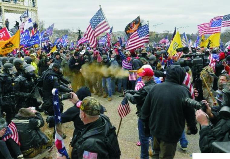 Pendukung Presiden Donald Trump yang menggelar demo di Gedung Capitol yang berakhir rusuh saat menolak pengukuhan Joe Biden sebagai Presiden AS terpilih, Rabu (6/01/2021) petang waktu AS. NET