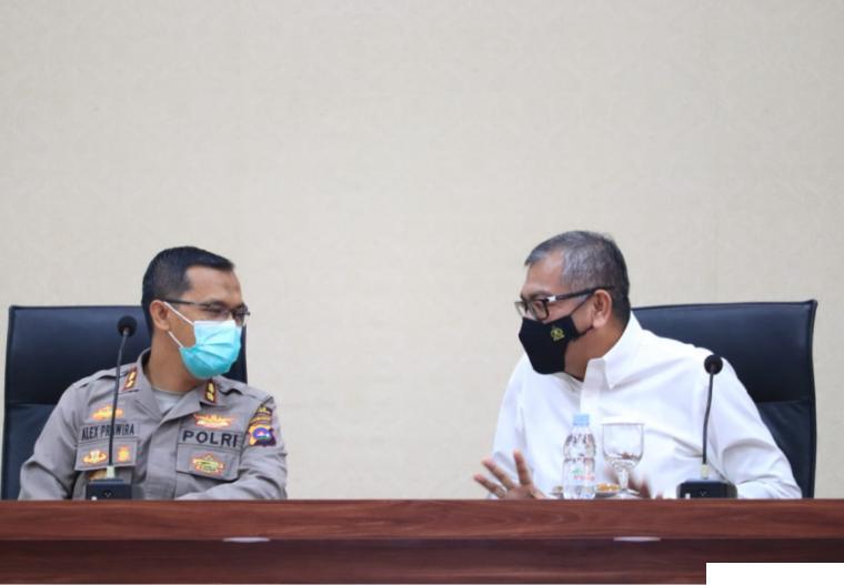 Walikota Payakumbuh Riza Falepi dan Kapolres Payakumbuh AKBP. Alex Prawira dalam rapat koordinasi, Rabu (07/07/2021) di Balai Kota Payakumbuh. IST