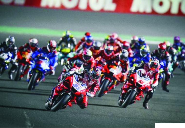 MotoGP Doha 2021 jadi seri paling ketat dalam sejarah MotoGP berdasarkan selisih antara pembalap pertama dengan ke-15. MotoGP Doha 2021 berjalan ketat dengan selisih waktu rapat. NET