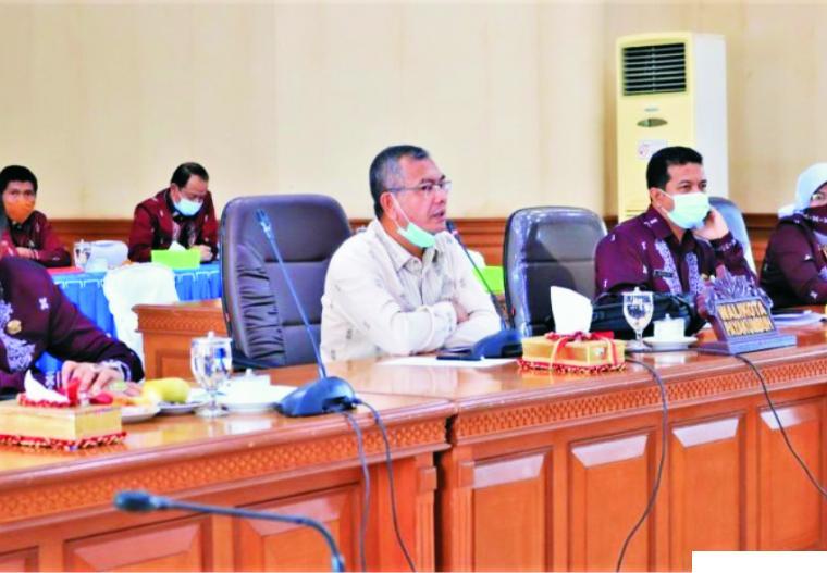 Walikota Payakumbuh Riza Falepi saat rapat dengan DPRD Kota Payakumbuh beberapa hari yang lalu. ist