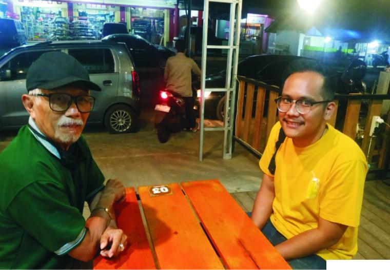 Raka Febrian, owner 203 Caf & Eatery, Payakumbuh bersama wartawan Jernihnews.com, Syafril Nita.IST