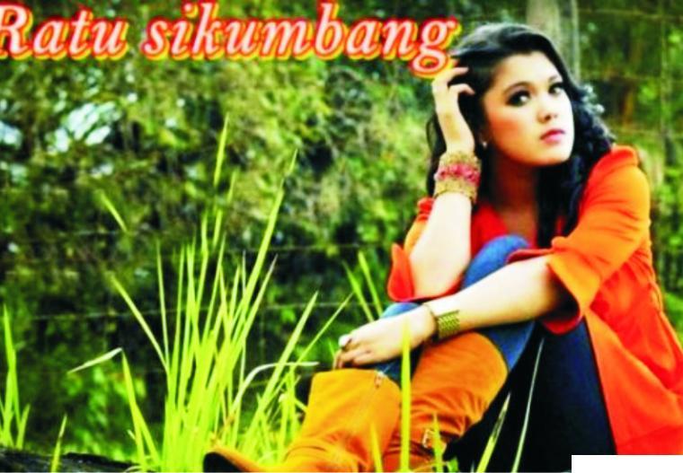 Ratu Sikumbang akan menikah dengan Rahmat Hidayat, Jumat (02-04-2021) pagi di Masjid Mujahidin Tepi Laut Purus, Padang. Pesta di Ballrom Hotel Pengeran Beach di siang dan sorenya, dua tahap dengan Prokes Covid-19. NET