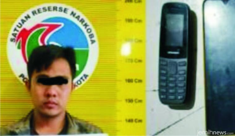 Pegawai honorer di Kota Solok yang ditangkap karena memiliki narkoba jenis ganja, Sabtu (27/02/2021) pukul 02.00 WIB di Jl.M. Yamin, Kota Solok. JON