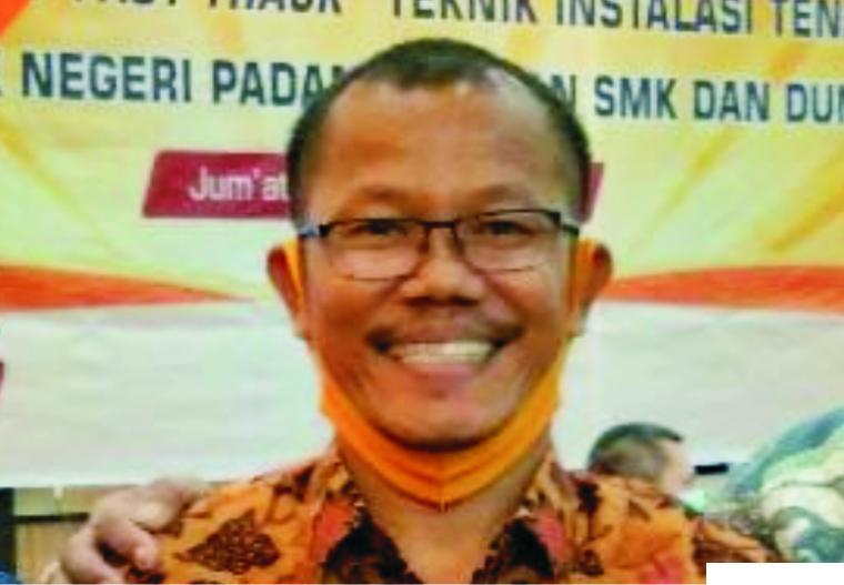 Ketua MKKS SMK Kota Padang, Deta Mahendra, SE, MM. FB