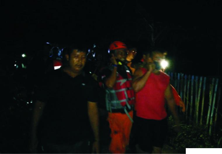 Tim gabungan BPBD, SAR, TNI, Polri dan masyarakat melakukan pencarian terhadap 3 mahasiswa UNP yang terseret air bah di Air Terjun Tiga Tingkat Lubuk Hitam, Kelurahan Teluk Kabung Utara, Kecamatan Bungus Teluk Kabung, Padang, Jumat (26/03/2021). IST