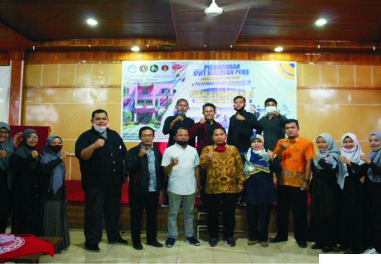 Rektor Undhari Dr. Gunawan Ali, membuka acara pelatihan Jurnalistik  Gema Undhari di Kampus Undhari, Sabtu (27/02/2021). DI