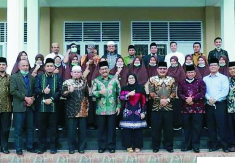 Wakil Menteri Agama RI Drs. H. Zainut Tauhid Sa'adi, M.Si  dan istri berserta Kepala Kantor Kemenag Sumbar dan Kepala Kantor Kemenag Kabupaten/Kota se-Provinsi Sumatera Barat, saat berkunjung ke ICBS di Harau, Kabupaten Limapuluh Kota, Sabtu (30/01/2021). FB/IG ICBS