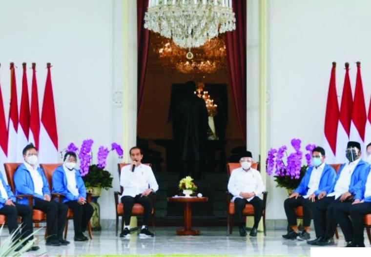 Presiden RI Jokowi dan Wapres Ma'aruf Amin saat memperkenalkan enam menteri barunya. NET
