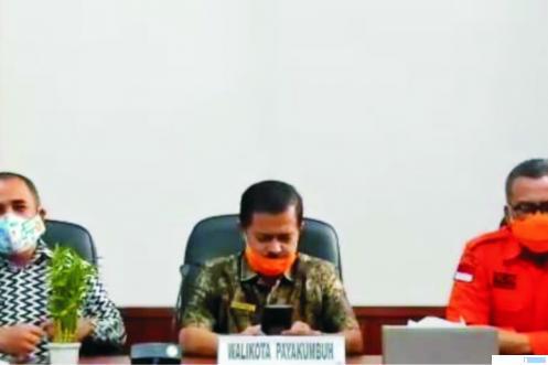 Kadis Kesehatan Kota Payakumbuh, dr. Bakhrizal (tengah). IST