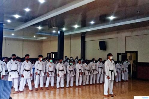 Upacara pembukaan ujian kanaikan tingkat 173 karateka Pengcab Inkanas Kota Payakumbuh, Minggu (04/07/2021) di Aula Balai Latihan Peternakan dan Kesehatan Hewan Provinsi Sumatera Barat di Kelurahan Ibuh, Kota Payakumbuh. ERZ