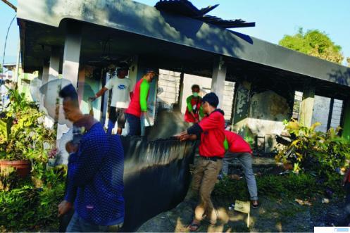 RUMAH TERBAKAR-Dua unit rumah di Jorong Pincuran Gadut Tilatang Kamang, Agam ludes dilalap  si jago merah, Sabtu (27/06/2020) dini hari. JON