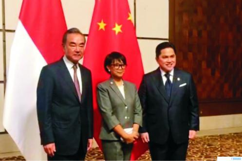 Pertemuan bilateral Menlu RI Retno dan Menteri BUMN Erick Tohir dengan Menlu RRC Wang Yi di Sanya China. KEMENLU RI