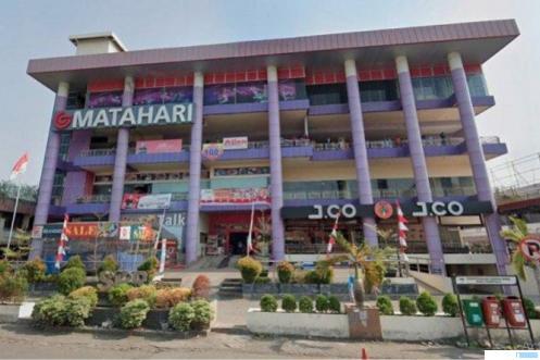 Matahari Dept. Store di SPR Plaza Padang sudah tutup sejak pertengahan tahun 2020 akibat terdampak Covid-19. NET
