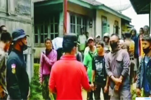 Salah satu tim yang melakukan pencarian 84 orang warga Suayan yang hilang tengah melakukan koordinasi. Warga Suayan tersebut telah ditemukan Minggu (04/10/2020)pukul 19.00 WIB dalam kondisi lemah karena kelelahan. Semuanya selamat. JON