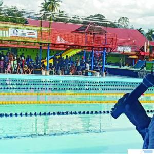 Suasana silaturahmi perkumpulan renang Sumbar di kolam renang Alba Resort, milik H Ali Husen, di Pariaman, Sabtu(28/11/2020). DI