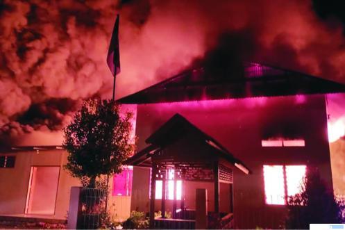 Kobaran api membakar Gedung Asrama Pesantren Cahaya Islam, Sabtu (16/01/2021) pukul 01.15 WIB dini hari di Jalan Puti Elok, Padang Kaduduak, Payakumbuh Utara. Tidak ada korban dalam musibah ini. 124 santri dan 20 pengasuh berhasil menyelamatkan diri dari amukan api. FB