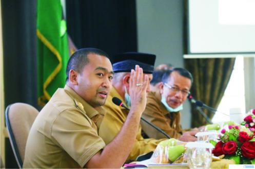 Wagub Sumbar Audy Joinaldy dalam rapat koordinasi dengan Pemkab Solok dan Kota Solok di Kantor Gubernur Sumbar, Selasa (09/03/2021). KOMINFO