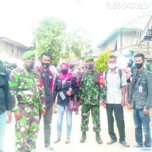 Suasana di sela-sela monitoring kampanye terbatas Pilkada Kabupaten Solok oleh Babinsa Koramil Kecamatan Payung Sakaki, Kabupaten Solok bersama instansi terkait lainnya, Rabu (11/11/2020). IST
