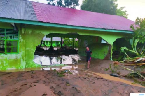 Bangunan MTsN 13 Agam di Nagari Batu Kambing, rusak parah akibat dilanda banjir bandang, Kamis (12/03/2020) sore. IST
