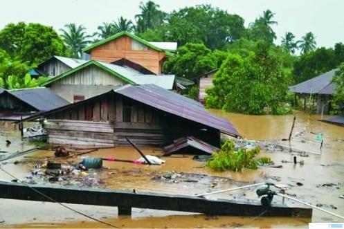 Puluhan rumah warga Ujung Gading, Pasaman Barat yang nyaris hilang tenggelam oleh banjir, Jumat (04/09/2020). RIZAL