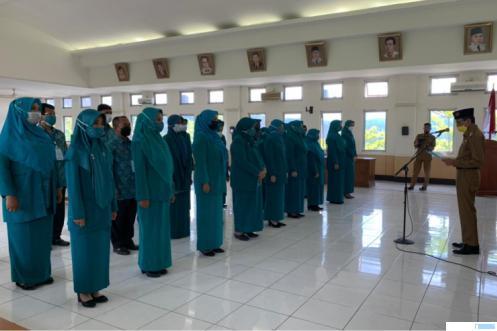 Bupati Limapuluh Kota Safaruddin Dt. Bandaro Rajo melantik pengurus TP PKK Kabupaten Limapuluh Kota, Selasa (27/04/2021). KOMINFO