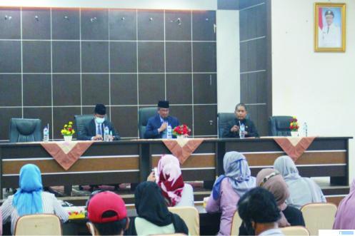 Bupati Solok Gusmal saat jumpa pers, Kamis (05/11/2020) di Aro Suka, Solok. JON