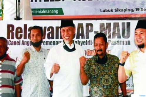 Tim Relawan Channel Anggota Pemenangan Mahyeldi Audy (CAP MAU) di Kabupaten Pasaman, bersama Mahyeldi. IST