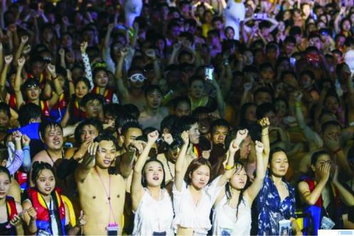 Pesta kolam renang di Wuhan Maya Beach Water Park, Chinadinilai sebagai indikasi kemenangan atas Covid-19 oleh pemerintah Cina. NET
