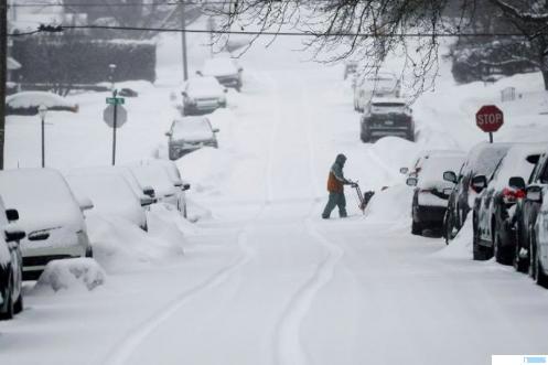 Texas, Amerika Serikat (AS) ditutupi salju. Cuaca yang sangat dingin di negara bagian AS itu telah banyak memakan korban jiwa. Presiden AS Joe Biden pun telah mengumumkan bencana besar telah menimpa Texas. NET