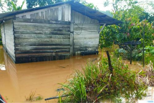 Dampak banjir di Jorong Sungai Nili Nagari Sungai Kambut Kecamatan Pulau Punjung, beberapa rumah warga terendam banjir. DI