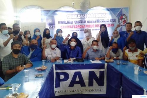 Pengurus DPD PAN Kabupaten Limapuluh Kota saat acara Sosialisasi dan Edukasi PPKM Pandemi Covid-19 dan Penyerahan Dana Kompensasi bagi Caleg Tidak Terpilih. IST
