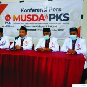 Jajaran pengurus teras DPD PKS Kabupaten Limapuluh masa bakti 2020-2025, dalam konfrensi pers, Senin (28/12/2020) usai Musda PKS Kabupaten Limapuluh Kota. STD