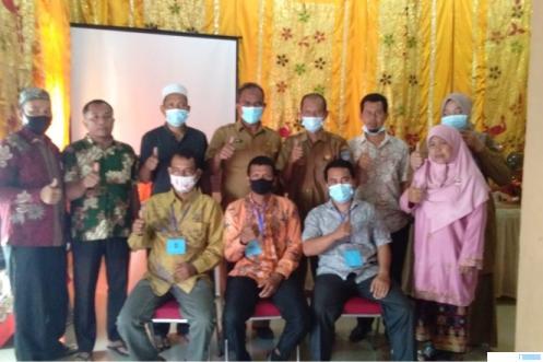 Berpose di sela-sela pemilihan anggota Badan Musyawarah (Bamus) Nagari Ujung Gading, Kabupaten Pasbar, Selasa (06/04/2021). RIZAL