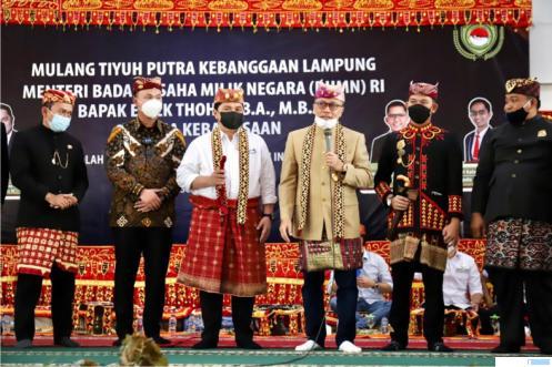 Erick Thohir Diberi Gelar Datar Lampung dan Diangkat Sebagai Adik Zulhas