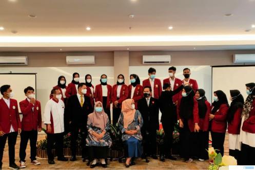 Mahasiswa Prodi Manajemen dan Akuntasi Fekon Universitas Muhammadiyah Sumatera Barat (UM Sumbar) yang mengikuti Studi Lapangan di Hotel Grand Zuri didampingi dosen pembimbing. IST