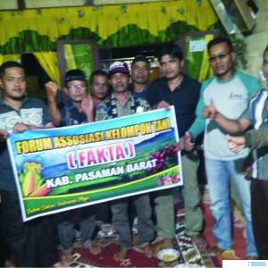 Para pengurus Forum Asosiasi Kelompok Tani (FAKTA) Kabupaten Pasbar. RIZAL