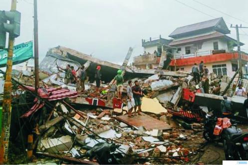 Salah satu dari banyak gedung yang roboh di Mamuju, Provinsi Sulawesi Barat yang diguncang gempa, Jumat (15/01/2021) pukul 01.00 WITA. NET